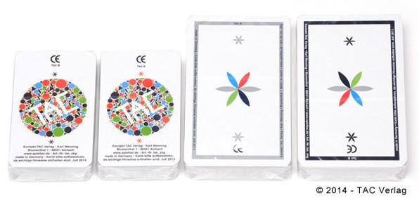 Die beiden TAC Kartensets im Größenvergleich - je zwei Stapel sind ein Set